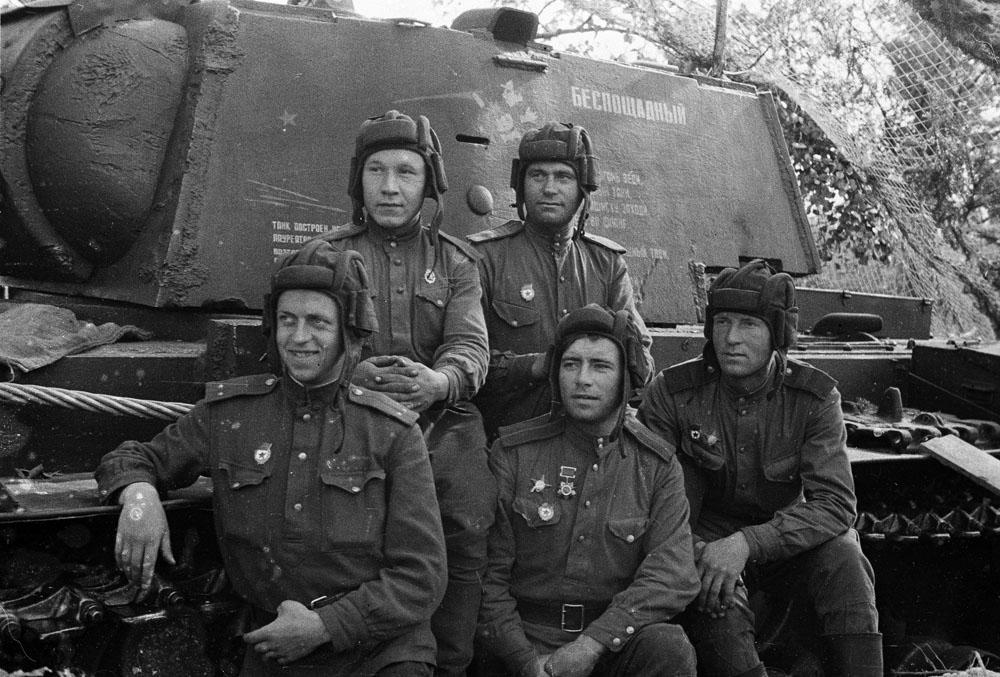 Картинки по запроÑу Экипаж танка «БеÑпощадный». Лето 1943 г.