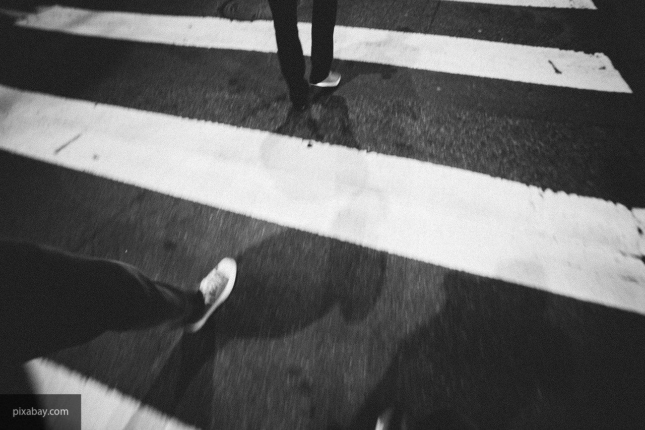 В Сочи мужчина-пешеход попал под колеса иномарки