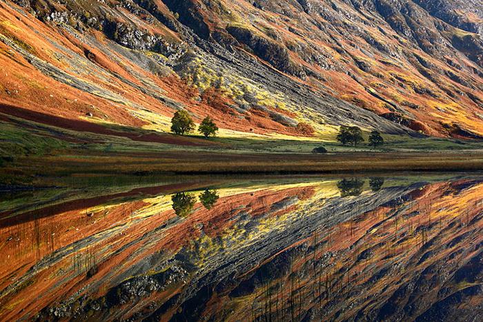 Невероятно красочный пейзаж Шотландии.