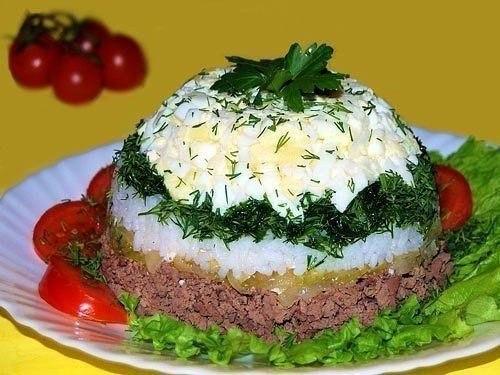 """Салат """"Шапочка"""" с куриной печенью и рисом"""