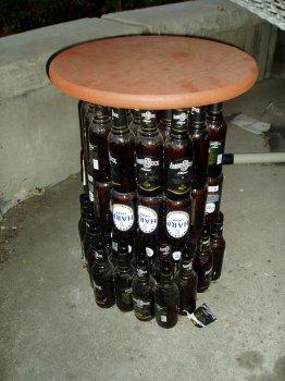 САМОДЕЛКИ. Барный столик из пивных бутылок