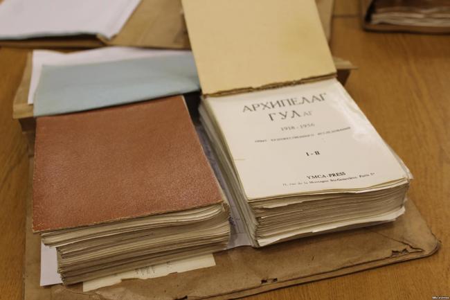 «Таких надо расстреливать». Что рассказывают о Солженицыне украинские архивы КГБ