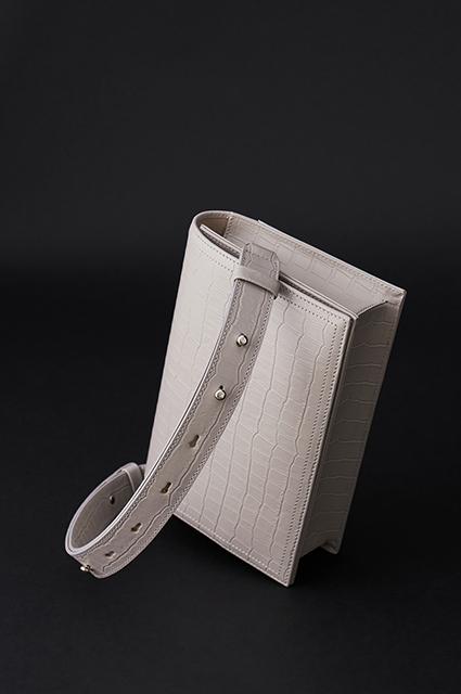 Белье, украшения и сумки: ищем идеи для подарка к 8 Марта в новых лукбуках Лукбук