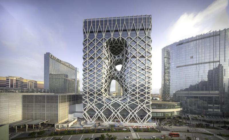 Невероятный Морфеус в Макао: в игровой столице открыли футуристический отель с экзоскелетом