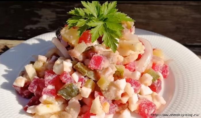 Необычный рецепт сочного салата без майонеза