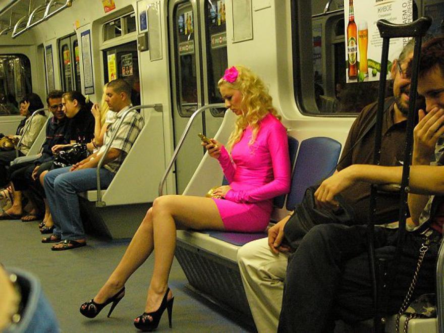 Эта блондинка в метро вычуди…