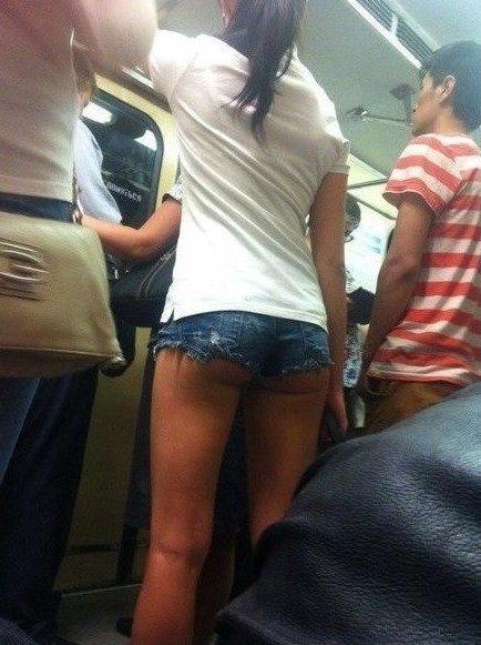 Вот почему мужчины пересаживаются с личного транспорта на общественный автобус, девушки, красота, маршрутка, общественный транспорт, прикол, формы, юмор