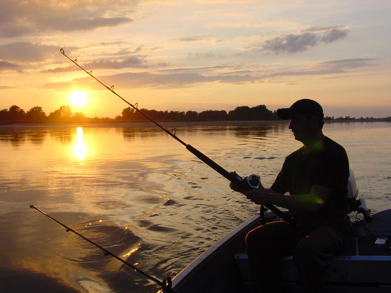 Рыбак на лодке картинка, картинку
