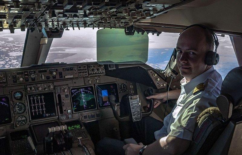 Кристиаан ван дер Хейст: человек за штурвалом и объективом вид из кабины пилота, красиво, летчик, небо над нами, путешествия над Землей, фото из самолета, фотограф, фотографии