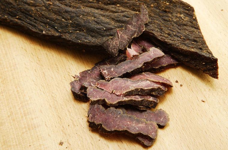Они едят сырое мясо в мире, запрет, люди, обычай, правила, русские, южноафриканец