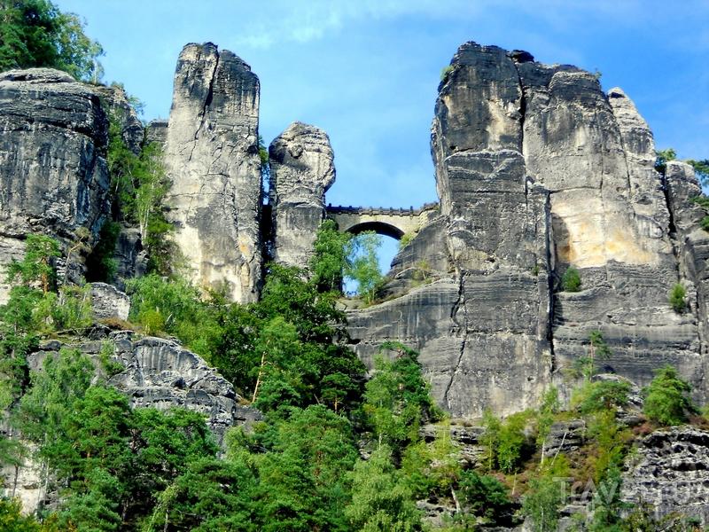 Проложенный меж скалистых гор Бастайский мост, Германия / Германия