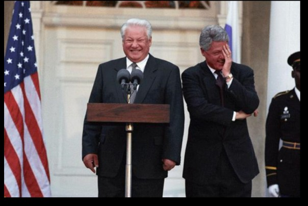 Над чем смеялся Клинтон?