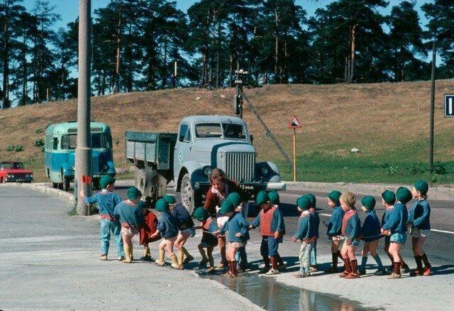 Детский сад на прогулке. Эстония, 1966 СССР, история, фото