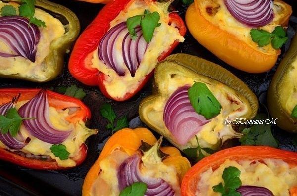 Яркий и вкусный ужин — перец, фаршированный индейкой с сыром!