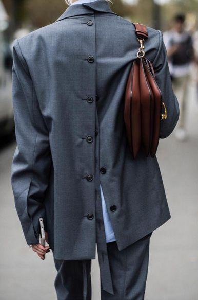 Пиджак с перевернутой застёжкой