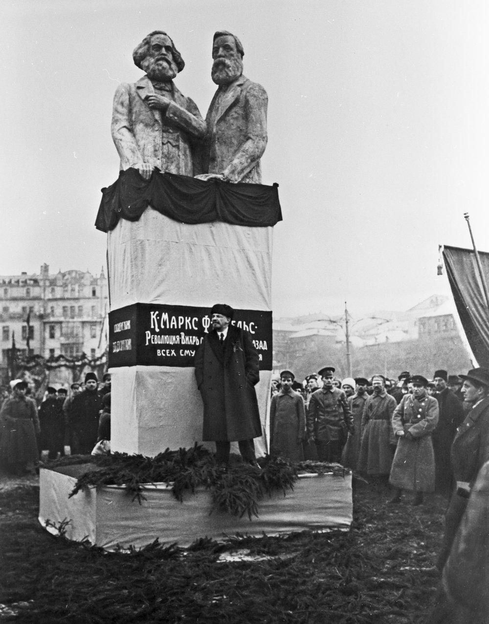 Карл Маркс: сжечь Одессу... разрушить Севастополь... антисоветчина:)