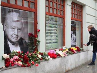 Москвичи залили слезами гроб с Олегом Табаковым, но бывшая жена и старшая дочь не пришли на церемонию прощания