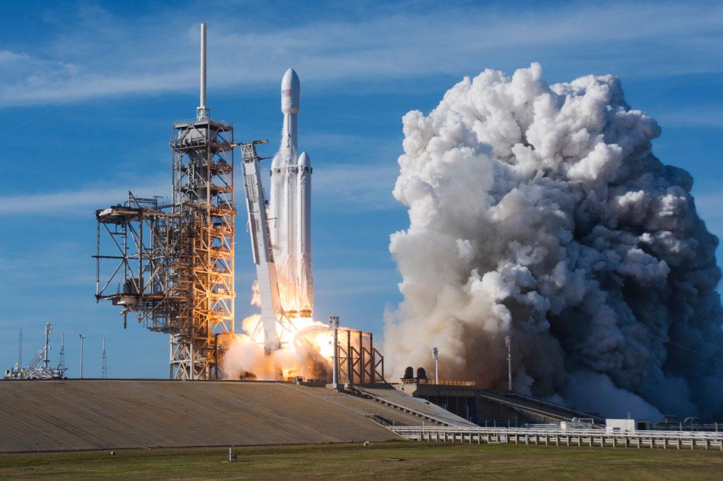 SpaceX совершит второй запуск Falcon Heavy в октябре