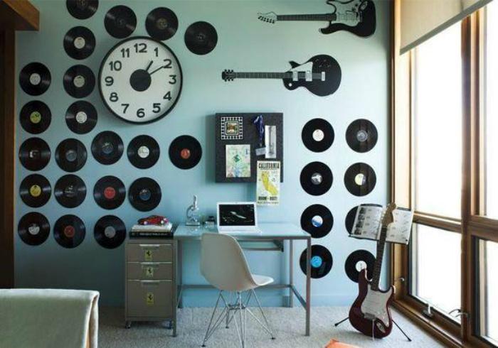 Пластинки и Ко на стене