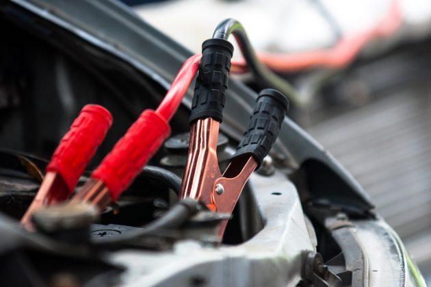 Как завести машину, если сел аккумулятор автомобили,водители,ремонт автомобилей