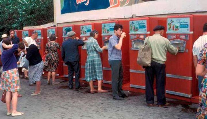 Все, кто жил в Советском Союзе пили газировку из общего стакана и не болели. Почему?