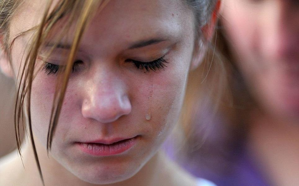 В школе, ученик сорвал бюстгальтер с 15-летней девочки. И вот как мама поступила