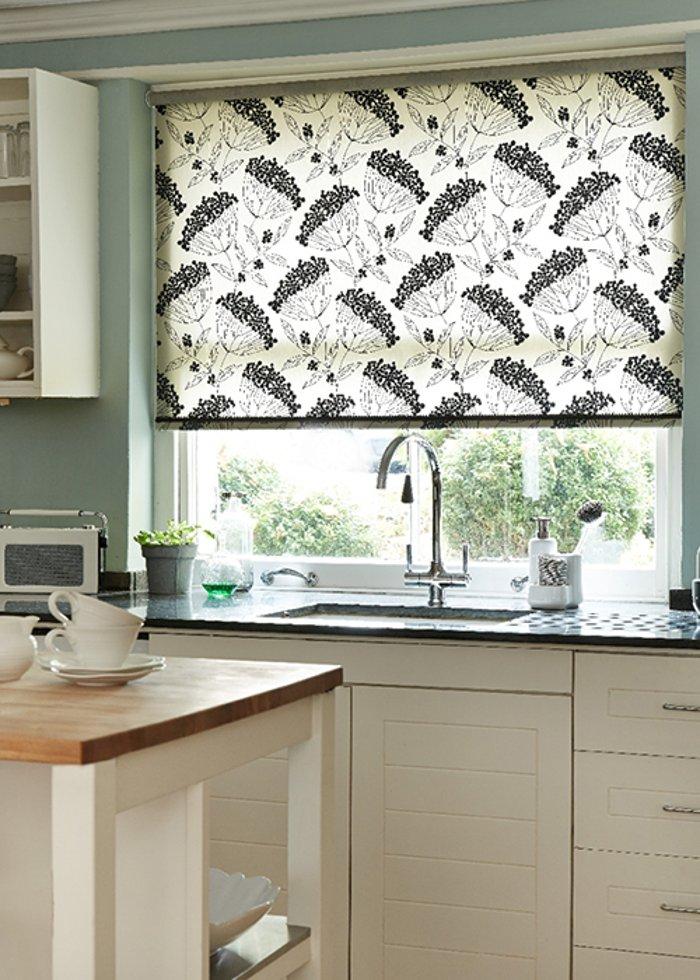 жалюзи шторы на кухню фото обилие хорошо