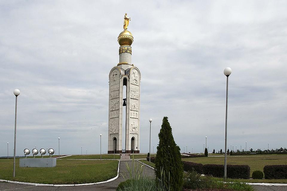Звонница на Прохоровском поле, установленная в память о погибших воинах Великой отечественной.