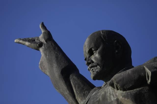 Вождь мирового пролетариата продолжает кормить Украину