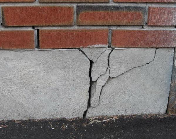 Треснула стена частного дома: как не довести до аварийной ситуации