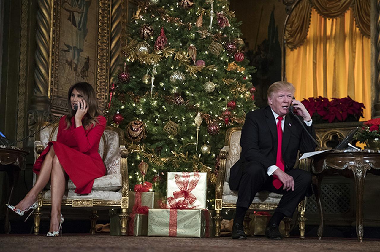 Что везёт Санта Клаус Дональду Трампу?