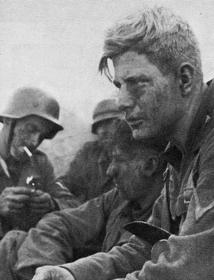 Солдаты 29-го армейского корпуса после боя. Миусско-Мариупольская операция, сентябрь 1943 г. Великая Отечественная Война, архивные фотографии, вторая мировая война