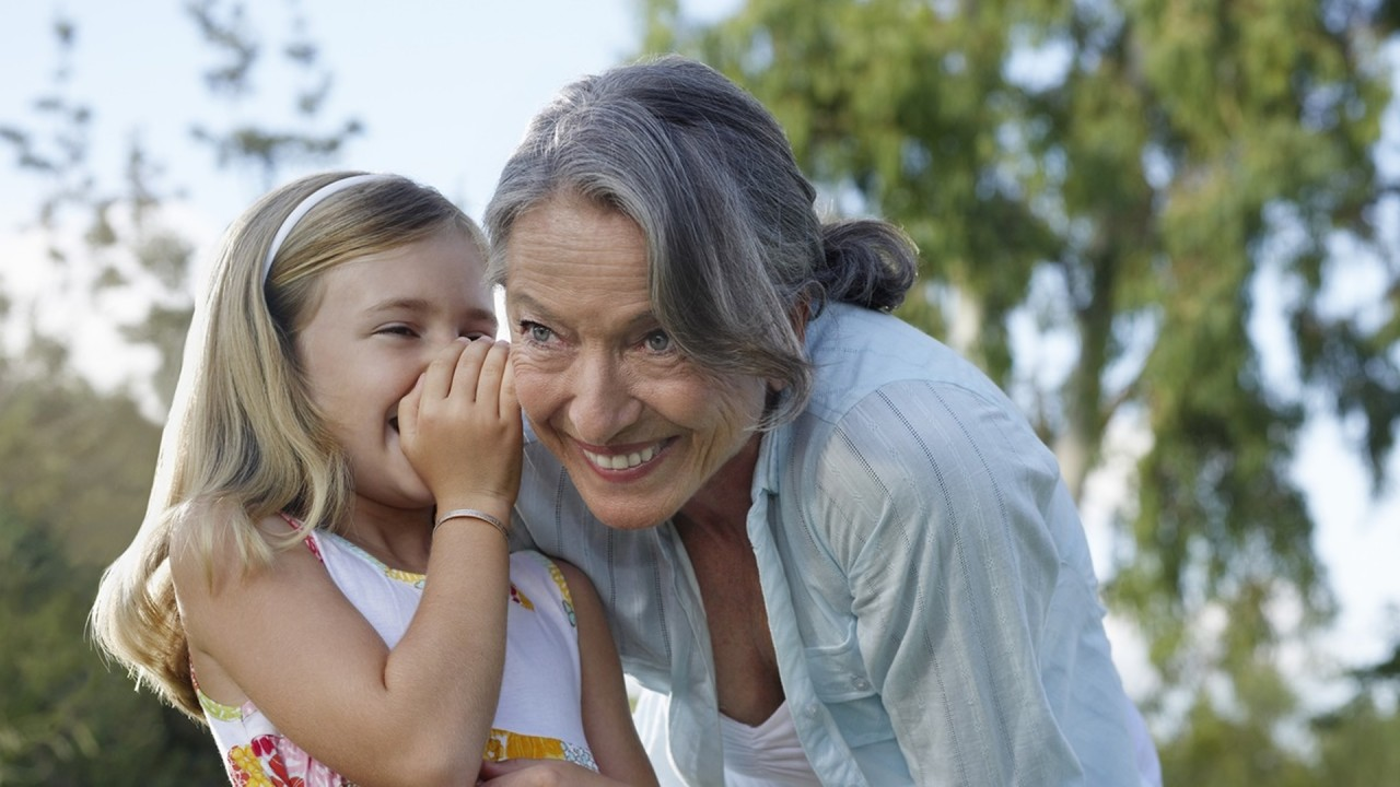 """Учёные подтвердили существование """"эффекта бабушки"""" и узнали, какие бабушки самые """"полезные"""""""