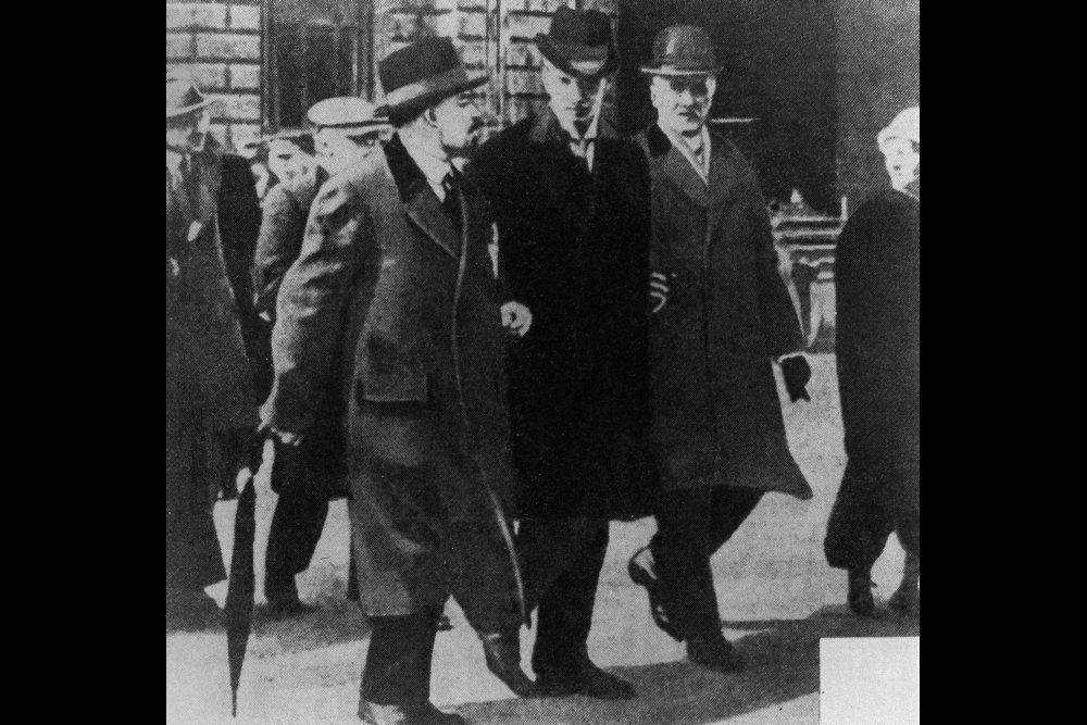 Владимир Ленин: Дело не в России, на нее, господа хорошие, мне наплевать