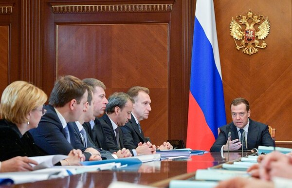 Эксперт объяснил, почему Путин не может разогнать правительство