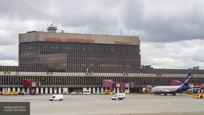 Губернатор Подмосковья навестил детей, которых отец оставил в Шереметьеве