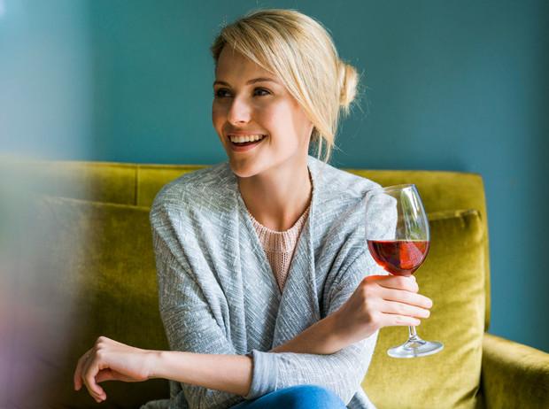 Винная «диета»: на что способен один бокал вина перед сном здоровье,красота