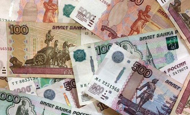 Банкнота-девятка. 100 рублей выглядят обычно, их могут дать на сдачу, но стоят в 10 раз выше номинала