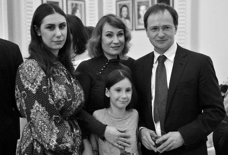 Ольга Тумайкина, ее дочки и министр Мединский