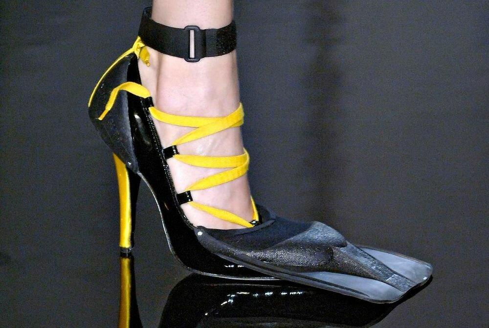 Самая странная обувь, которую придумывали дизайнеры. Это просто надо увидеть туфель, очень, туфли, которые, также, модель, обувь, словно, необычный, кристаллами, каблуке, изготовлены, подошве, часть, наверное, необычной, необычная, восхищение, выглядят, украшен