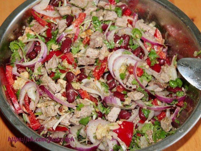 Салат «Тбилиси» — сытный и вкусный ужин