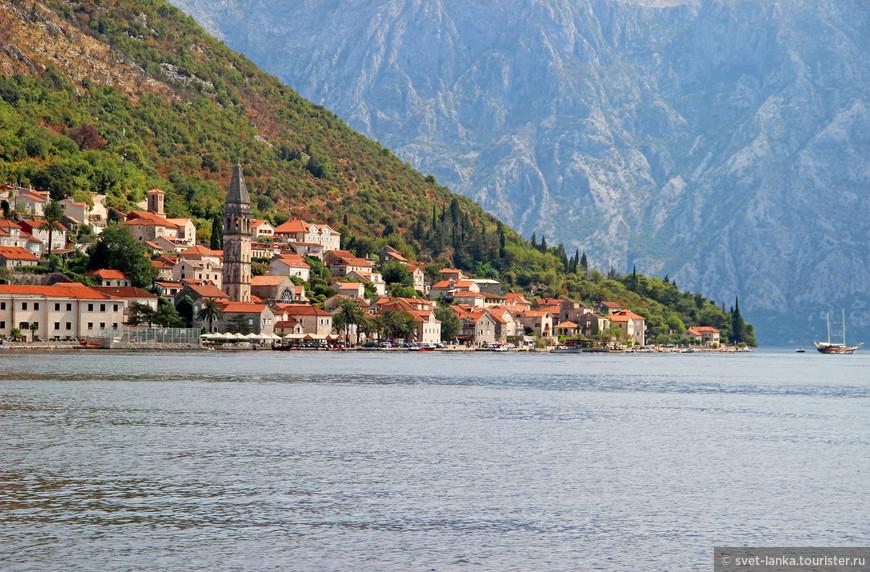 Мечта любого художника. И как можно селиться в такой красоте?) Черногорцы - богатые люди. И дело тут совсем не в деньгах...