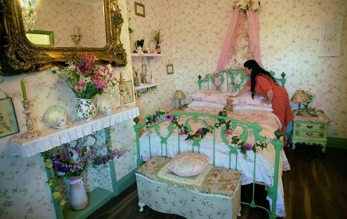 Англичанка потратила 80 тысяч дол., чтобы создать особенный ретро-мир в своей квартире