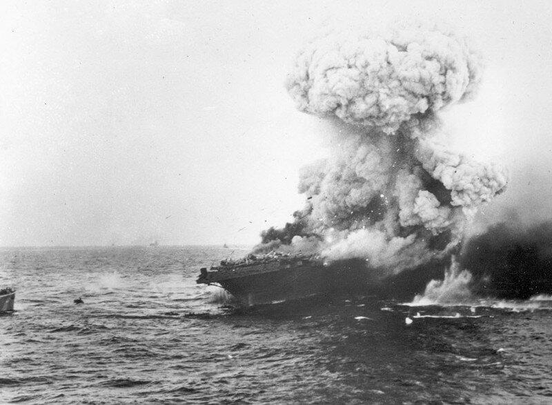 """Гибель авианосца США """"Лексингтон"""". Коралловое море. май 1942 г. #Фотографии, #история, #факты, .война"""