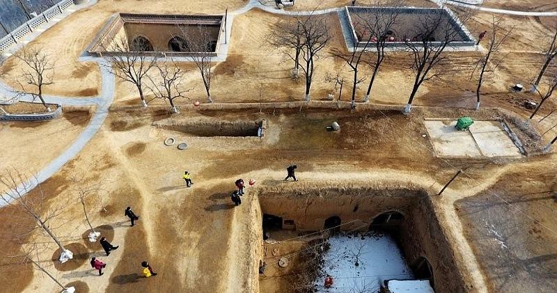 Почему в Китае некоторые люди до сих пор живут в пещерных домах