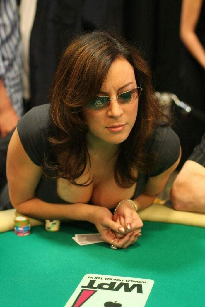 wife-jennifer-strip-poker-usa-titans-forum