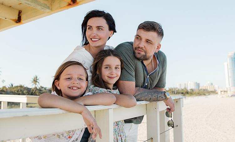 Баста с женой Еленой и дочерьми: фотосессия в Майами и интервью теще Татьяне Пинской