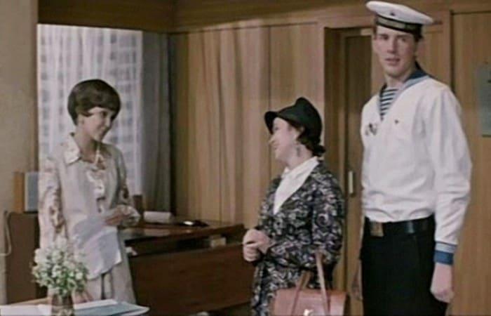 Первая роль Александра Абдулова в фильме *Возле этих окон…*, 1973 | Фото: dubikvit.livejournal.com