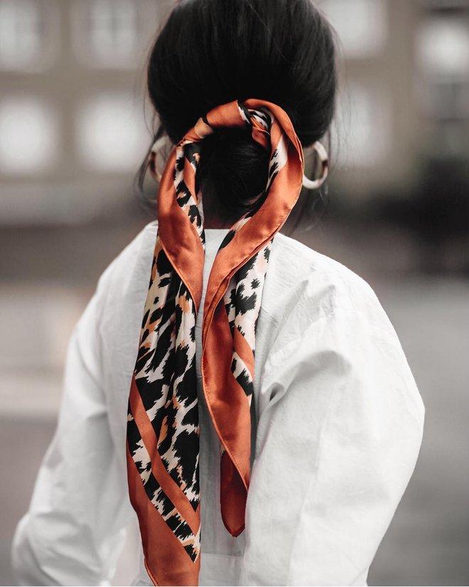 Платок в волосах - летний модный микротренд от дизайнеров и модных блогеров аксессуары,лучшее,мода,модные советы,Наряды,стиль