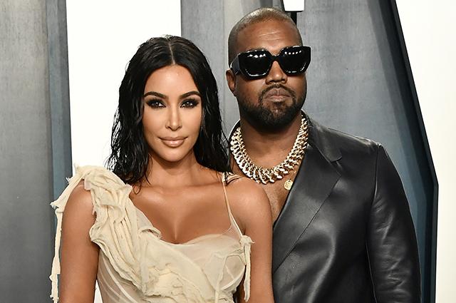Инсайдер рассказал, что Ким Кардашьян и Канье Уэсту не удалось уладить разногласия во время отпуска Звездные пары